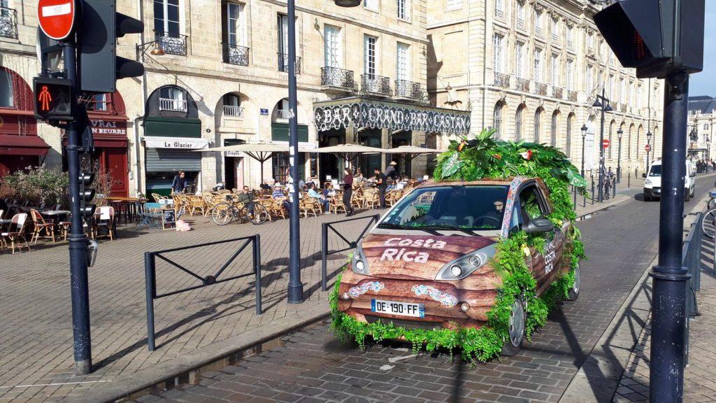 Bosque lluvioso en ruedas eléctricas: nueva promoción de Costa Rica en Francia
